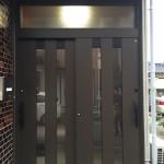 オータムブラウンの引き戸、短い工期で玄関ドアリフォーム 高砂市N様邸