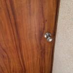 ドアの傷を補修 姫路市K様(賃貸物件の水廻り・内装リフォーム)