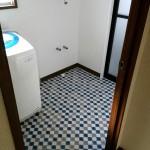 洗面所のクロス貼り替え・窓枠入れ替え 高砂市M様邸(水廻り・内装リフォーム)