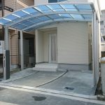 玄関ポーチも雨から守る大きなカーポート・目隠し用フェンス設置 高砂市M様邸(外構リフォーム)