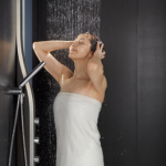 たっぷりのお湯で贅沢な浴び心地♪オーバーヘッドシャワーのすすめ(加古川市・高砂市でお風呂リフォーム)