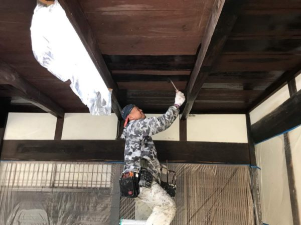 玄関ホール天井塗装