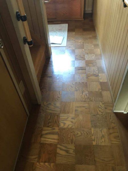 床のきしみ