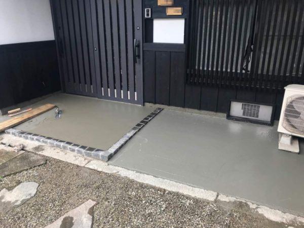 玄関ポーチコンクリート打設